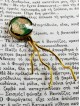 (αλλη γωνία θέασης) Χειροποίητος σελιδοδείκτης ως κόσμημα - αντικείμενο, από μπρούντζο με την τεχνική Maramila σμάλτο και γυαλί. Ένα φινετσάτο αξεσουάρ για βιβλιοφάγους!