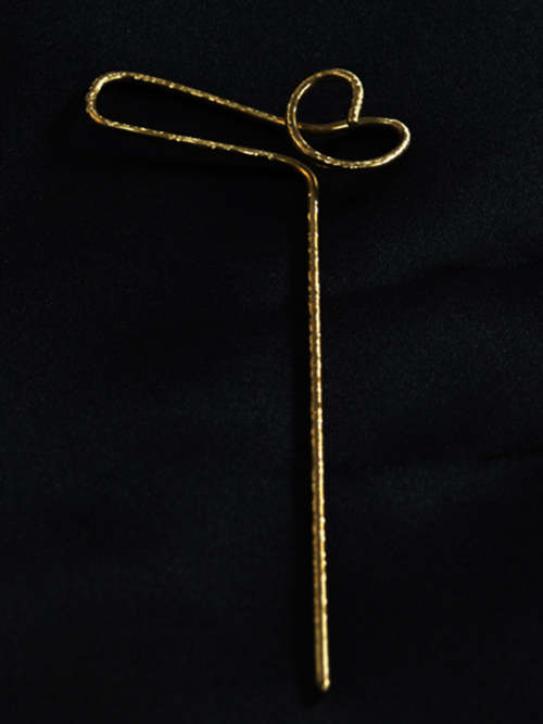 Μεγάλη οβάλ καρφίτσα,  (μέγιστο μήκος 5,2cm και ύψος 3,2cm)  από αρζαντό με την τεχνική Maramila σμάλτο και γυαλί. Καλοκαιρινή διάθεση και χρώμα στις εμφανίσεις σας!